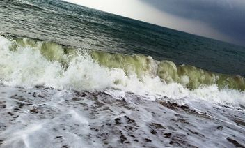 Sea wave near the shore - бесплатный image #343983
