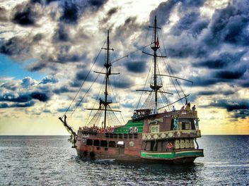 Pirate ship on the sea - image #344063 gratis