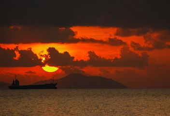 Dark orange sunset - image gratuit #344113