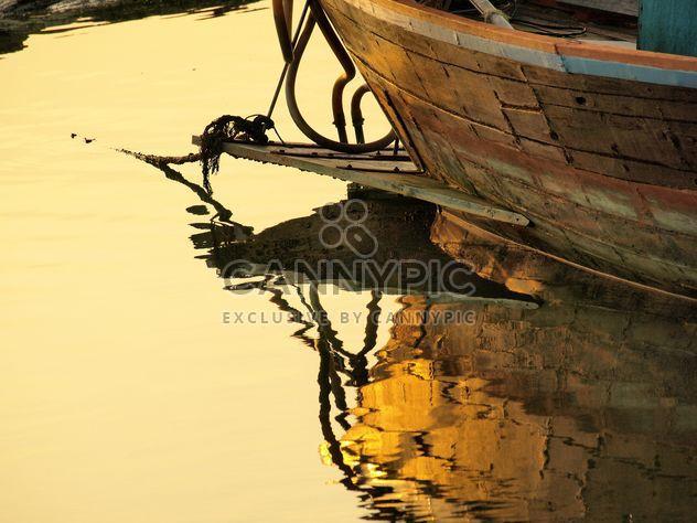 Bateau de pêche en bois amarré - Free image #344133