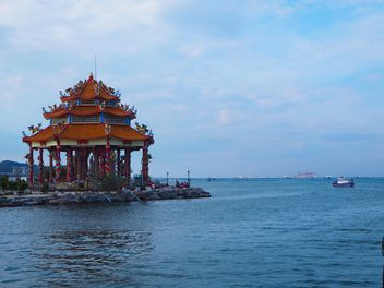 Guan Yin Shrine by the sea - бесплатный image #344193
