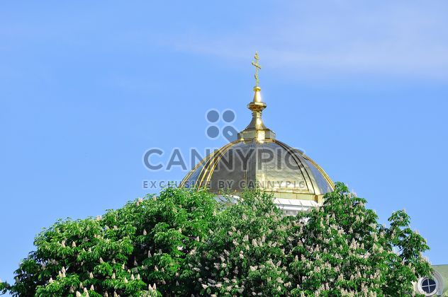 Dôme de l'église contre clair ciel bleu - image gratuit #346623
