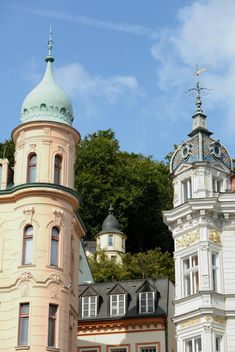 Traditional Czech architecture in Karlovy Vary - image #348403 gratis