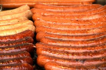 Closeup of tasty grilled sausages - бесплатный image #348633