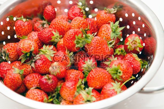 Frische Erdbeeren in Sieb - Kostenloses image #350263