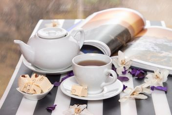 Hot tea with sweets and magazine - бесплатный image #350303