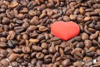 Coffee beans with red heart - image gratuit(e) #350323