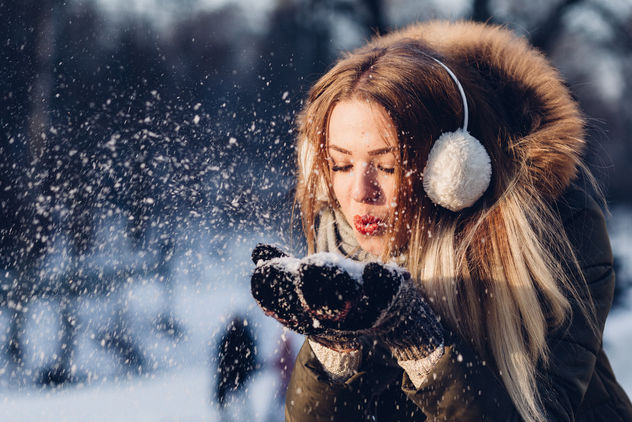 Snow in mittens - Free image #414023