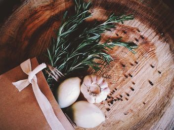 Onion, garlic and rosemary - image #136243 gratis