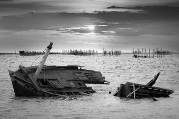 Shipwreck of wooden ship - бесплатный image #136303