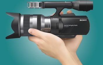 Realistic Sony Handycam with Hand - vector gratuit #173993