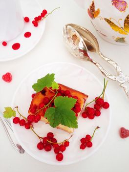 cheesecake with jelly with red currant berries - image gratuit #182683