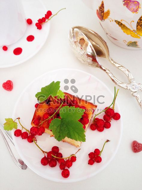 cheesecake with jelly with red currant berries - бесплатный image #182683