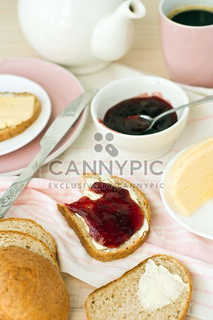Breakfast with crusty bread - бесплатный image #182713