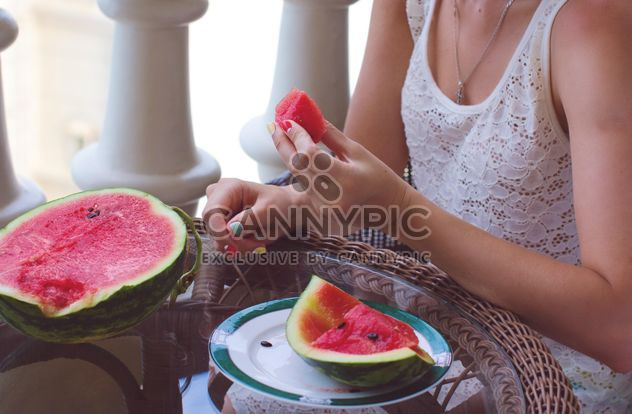 Woman eating juicy watermelon - image #182753 gratis
