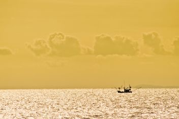 Fisherboat in the sea - image #183453 gratis