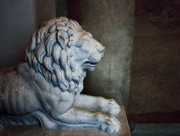 Stone lion in the palace - image #183773 gratis