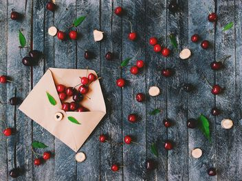 Ripe cherries and envelope - image gratuit #184613