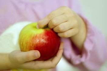 Apple in the hands - image #185863 gratis