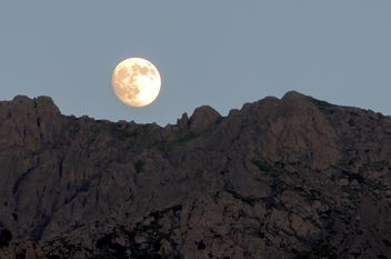 Landscape with full moon and mountains - бесплатный image #186033