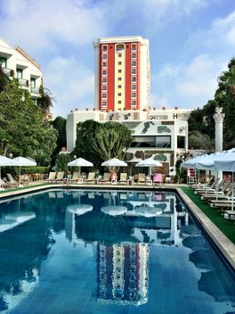 Hotel with swimming pool - image gratuit #186663