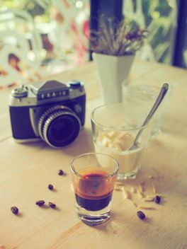 Affogato coffee and retro camera - image gratuit #186953
