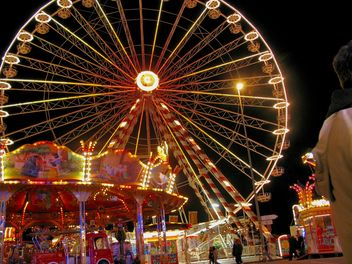 Ferris wheel night view - image #198133 gratis