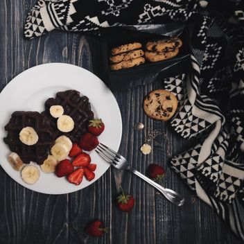 Cookies and waffles in plate - бесплатный image #198543