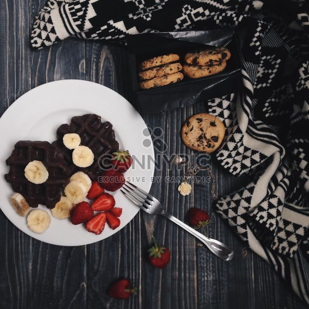 Cookies and waffles in plate - image gratuit #198543