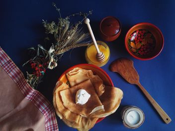 Pancakes with sour cream and honey - бесплатный image #198893