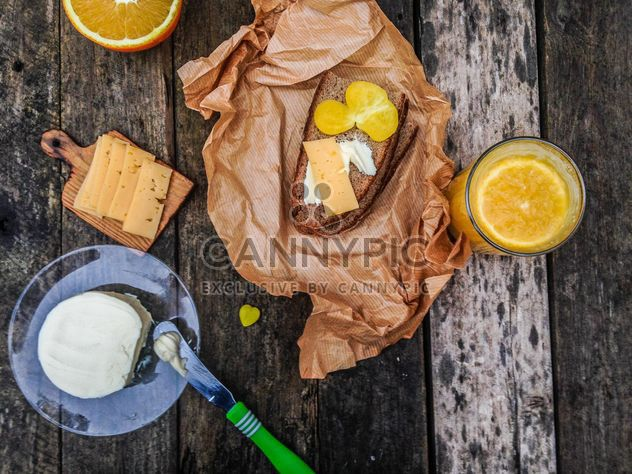 breakfast with sandwich and juice - image gratuit #198943