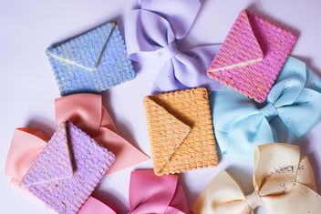 Cookies With A colorful Bows - image gratuit #201023