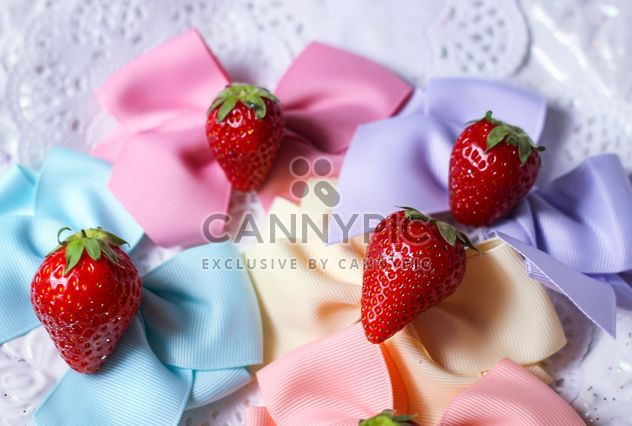 fresh strawberry with ribbons - Kostenloses image #201053