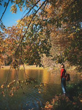 #autumncity, Girl under autumn trees on the shore of the lake - бесплатный image #271703