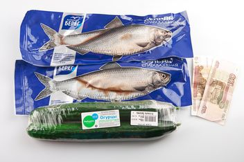 Fish, cucumbers, money on the table - image #272563 gratis
