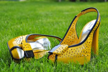 Yellow woman's shoes - image gratuit #273193