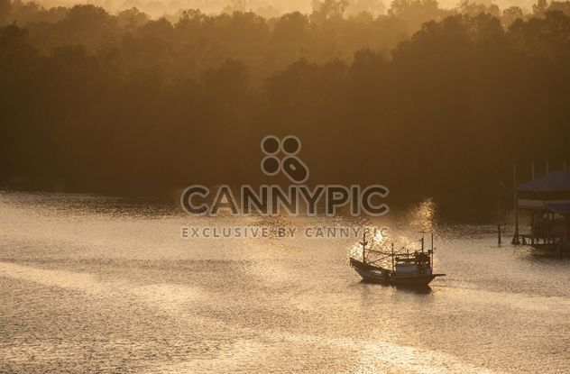 Fishing boat silhouette - image gratuit #273563