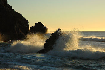 Gray Whale Cove Beach Rocks as the golden sun thinks about setting over our globe, Northern California Coast, USA - Kostenloses image #279463