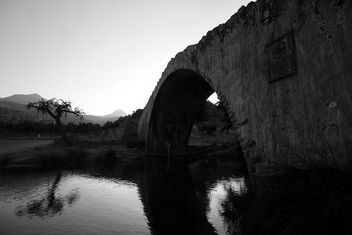 Old Venetian Bridge At Preveli - image #289673 gratis