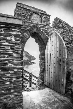 The gate of the Tintagel Castle, Cornwall, United Kingdom - бесплатный image #291653