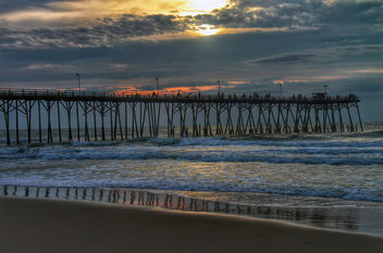 Sunrise at Kure Beach Pier, North Carolina - image #293003 gratis