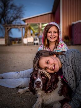 My Daughters with Schuster's Dog - image gratuit #294483