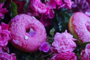 Pink decorated Doughnuts - бесплатный image #297573