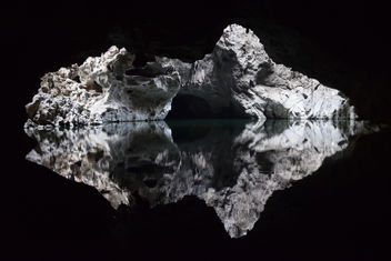 Rorschach test? Nope. Just Tham Pha Inh Cave in Laos - image gratuit #300323