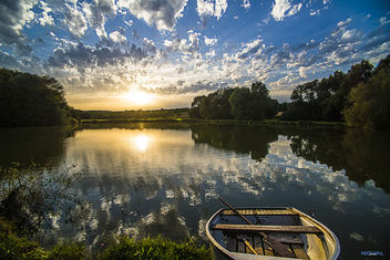 Lake, with boat - image #301173 gratis