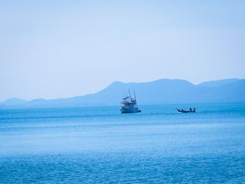 Boat in the sea at Koh Si Chang - image #301583 gratis