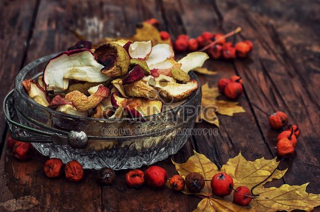 Dried apples, rowan berries and leaves - Free image #301993