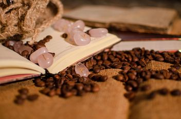 Coffee on a book - Kostenloses image #302313