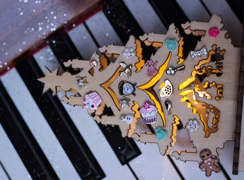 Decorated piano - Free image #302573