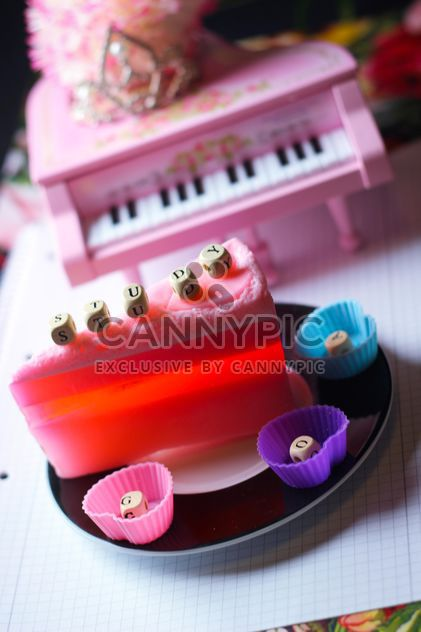 Decorated piano - Free image #302963